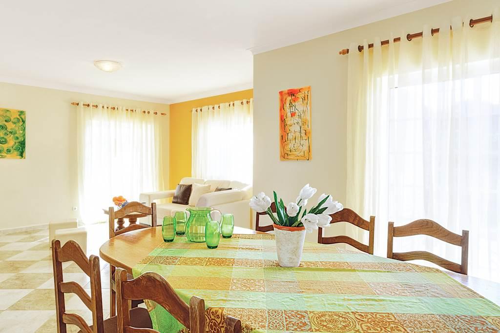 4 BEDROOM ALGARVE VILLA Bargain - Image 2