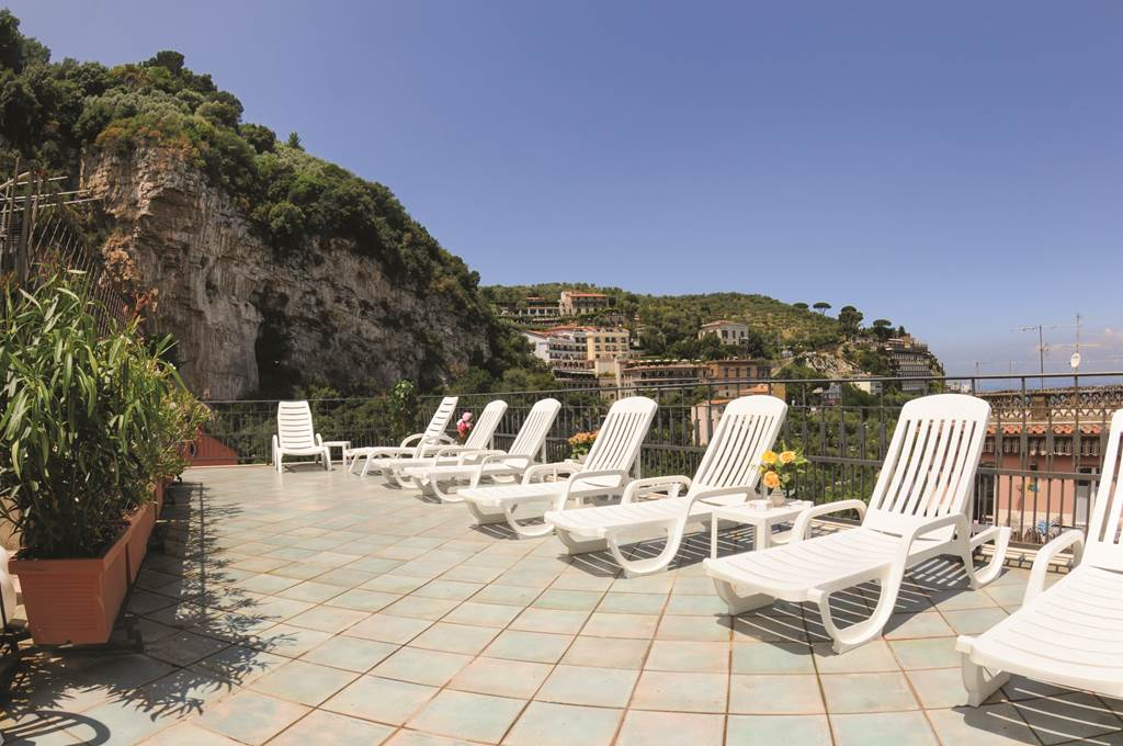 SORRENTO DIRECT FROM BELFAST - Image 1