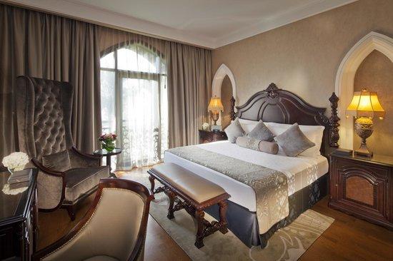 5* Dubai Jan Luxury Half Board - Image 4