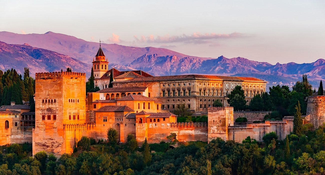 Granada and the Magnificent Alhambra Palace - Image 1
