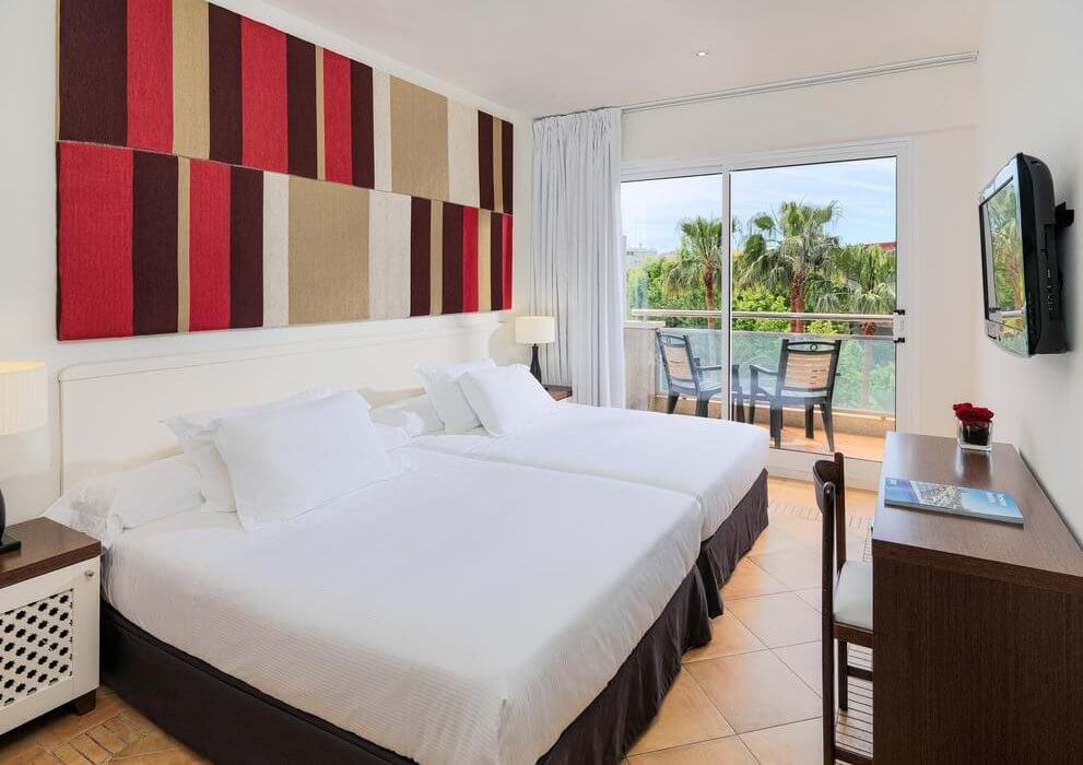 4* Salou Late April 19 Deal - Image 3