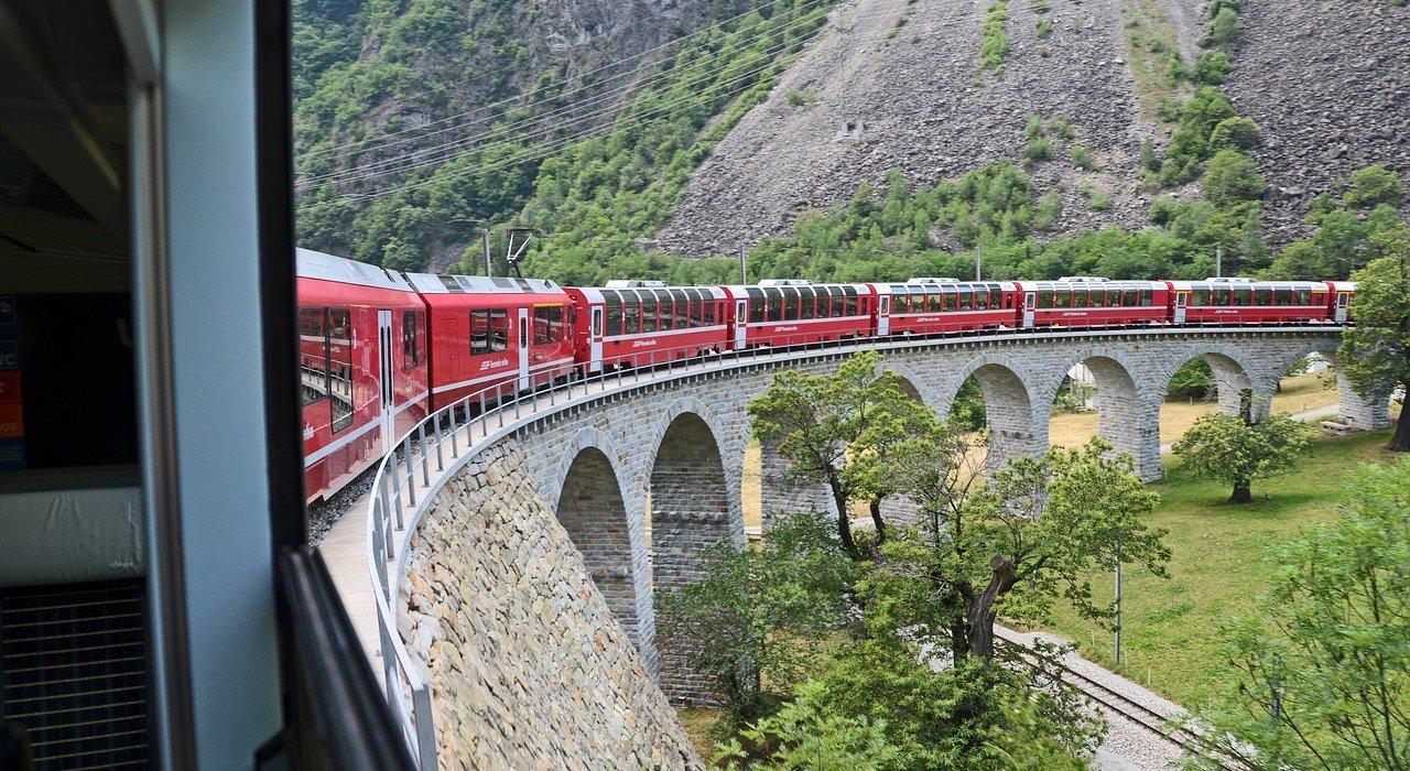 Lake Como, St Moritz and the Bernina Express - Image 6