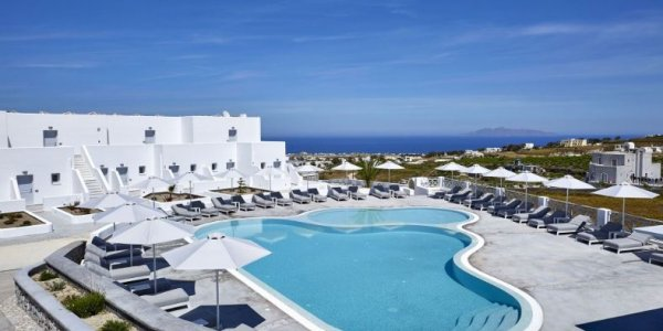 5* Easter Luxury in Santorini