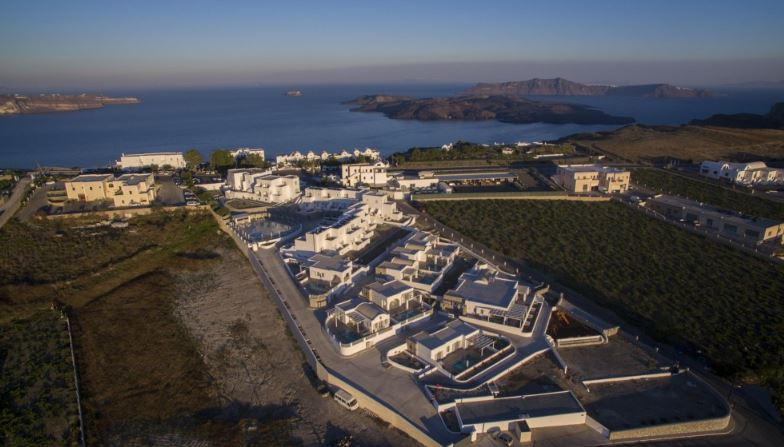 5* Easter Luxury in Santorini - Image 2