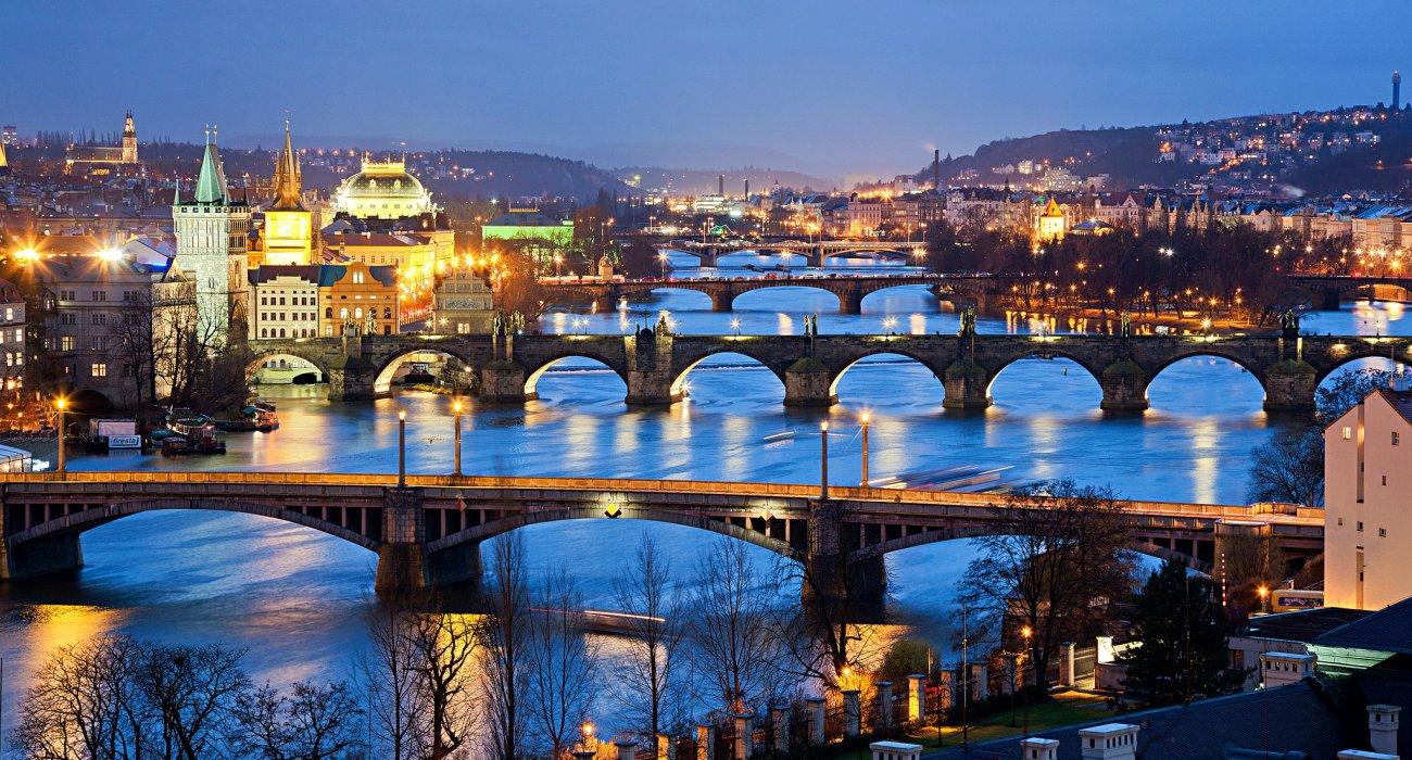 4* PRAGUE 4 Night March Citybreak - Image 2