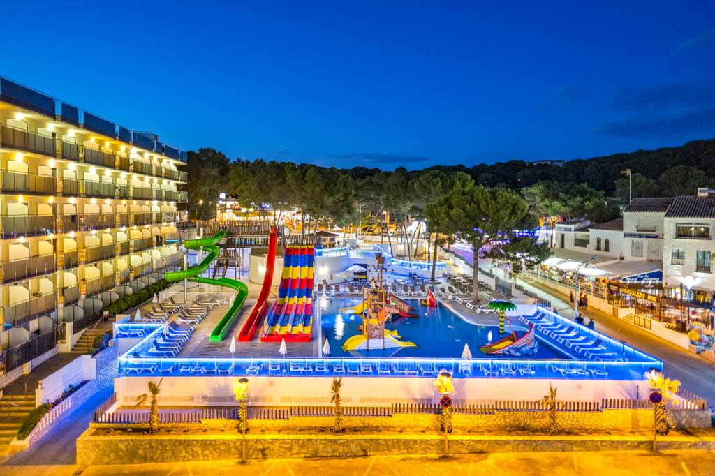 Salou Family Half Board May Sizzler - Image 5