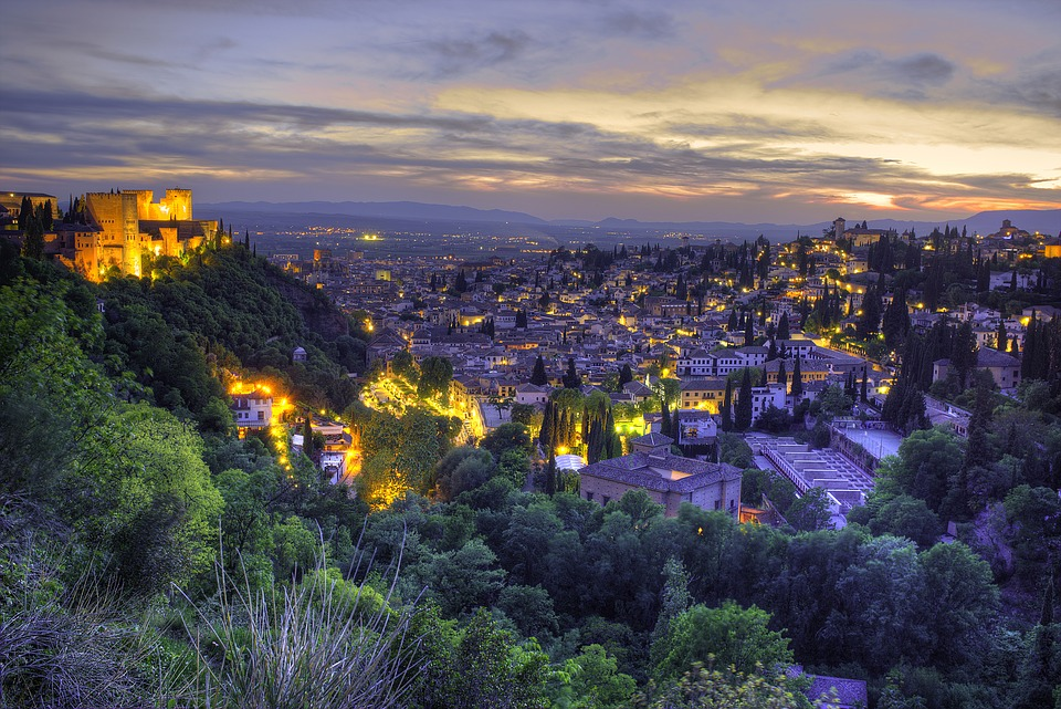 Granada and the Magnificent Alhambra Palace - Image 2