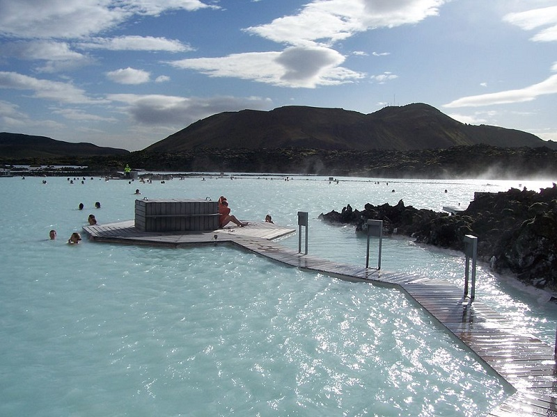 Iceland In Search of Northern Lights 4* Escorted Tour - Image 2