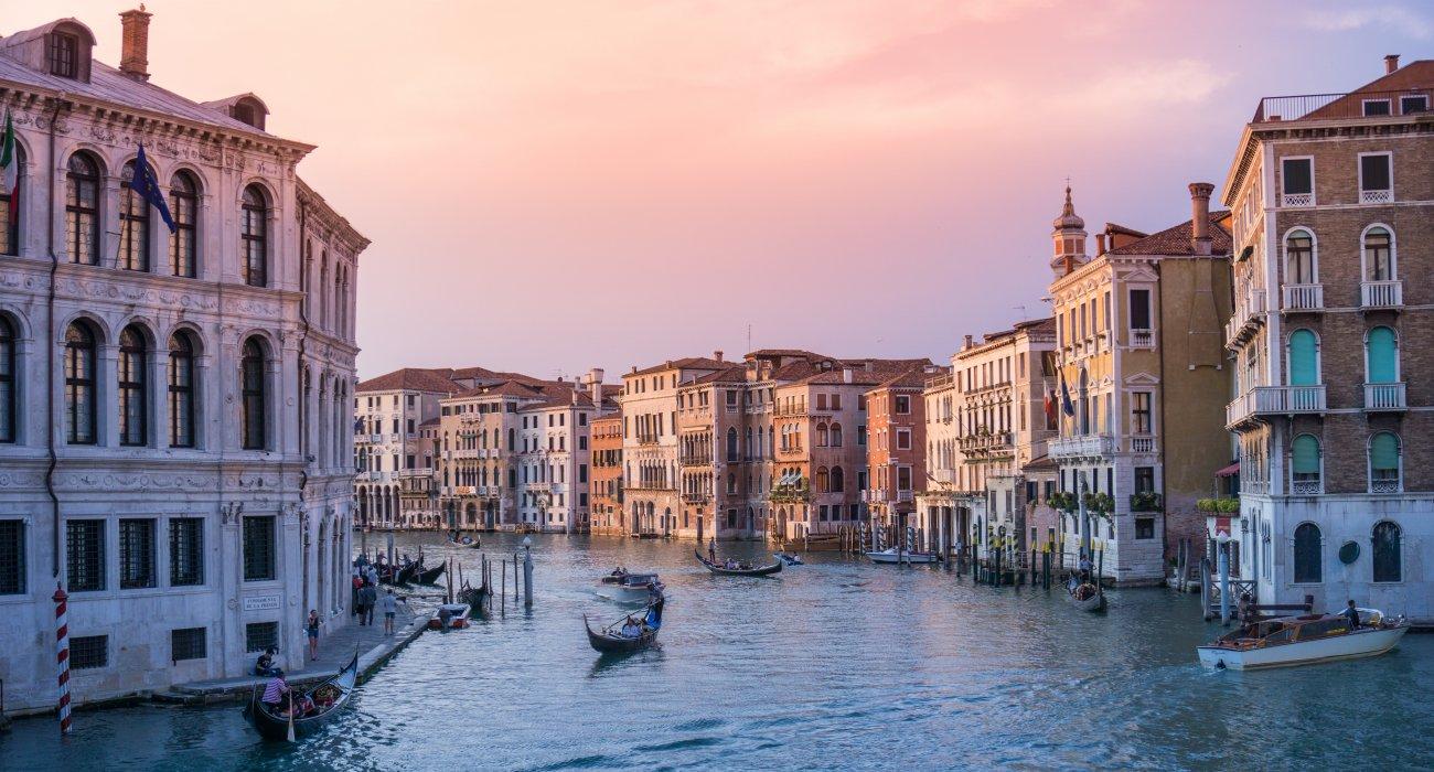 Venice April 3 Night CityBreak - Image 1