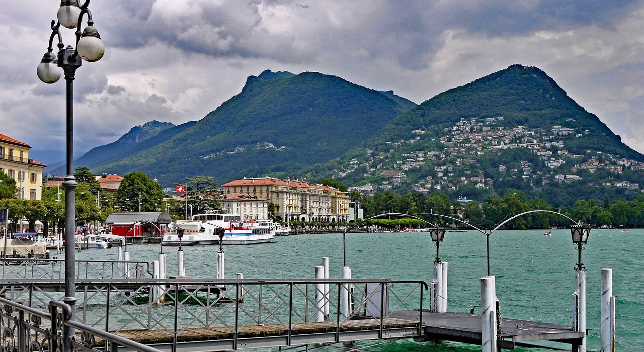 Italian Lakes Beautiful Lake Como - Image 5