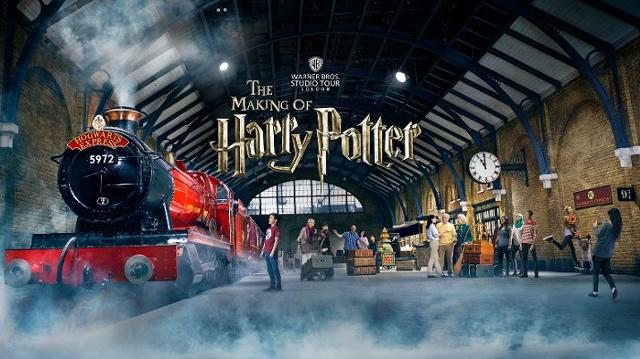 Harry Potter Studios London from £188pp - Image 1