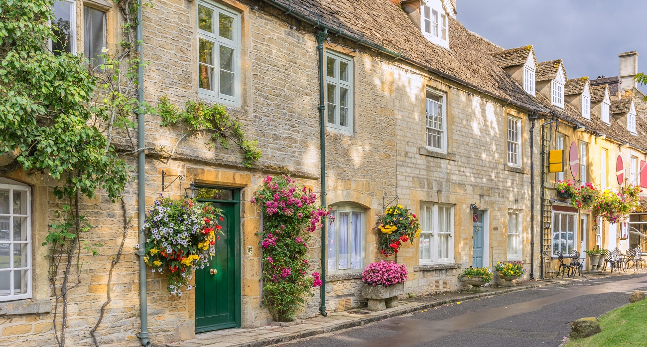 The English Cotswolds, Stratford-upon-Avon and Historic Bath - Image 2