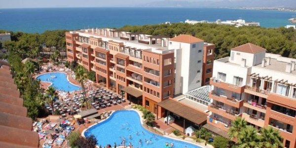 Salou 2 adults 1 child Family offer