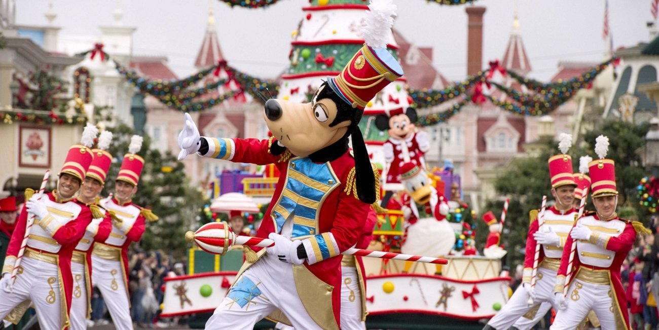 Disneyland® Paris Christmas 2019 - Image 1