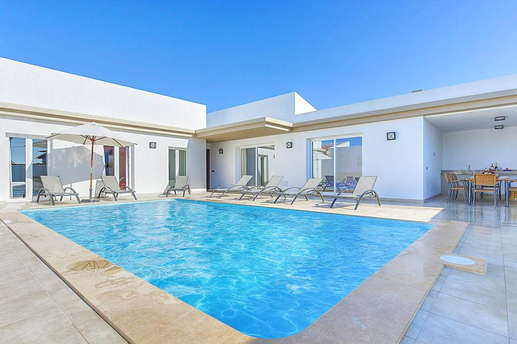 Menorca Great Villa Holiday for 2 families! - Image 1