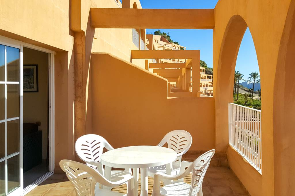Costa De Almeria Offer £650 Per Family - Image 2