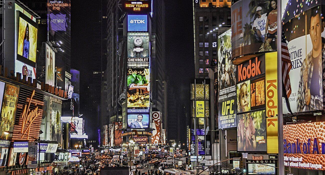 New York Christmas Shopping - Image 2