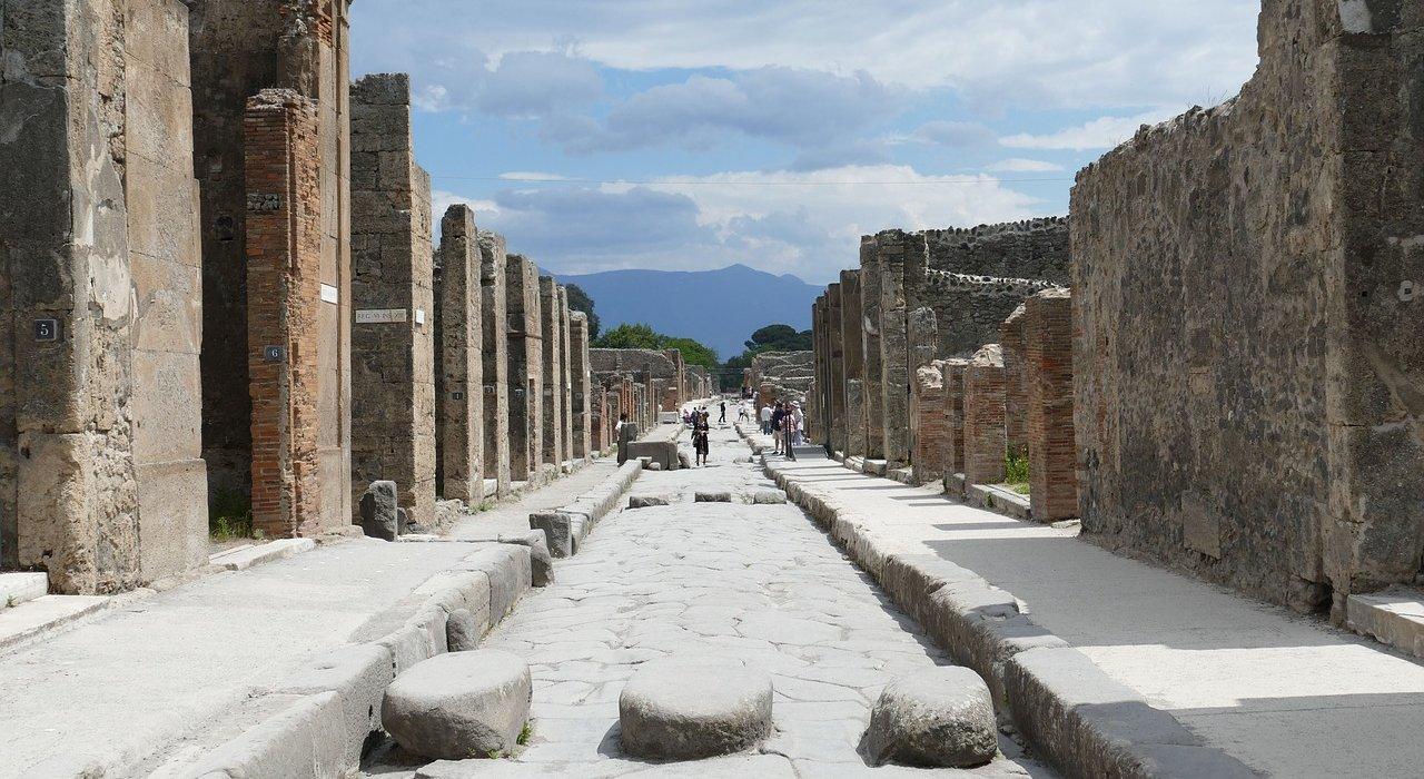 Sorrento, Amalfi Coast, Pompeii & Vesuvius - Image 1