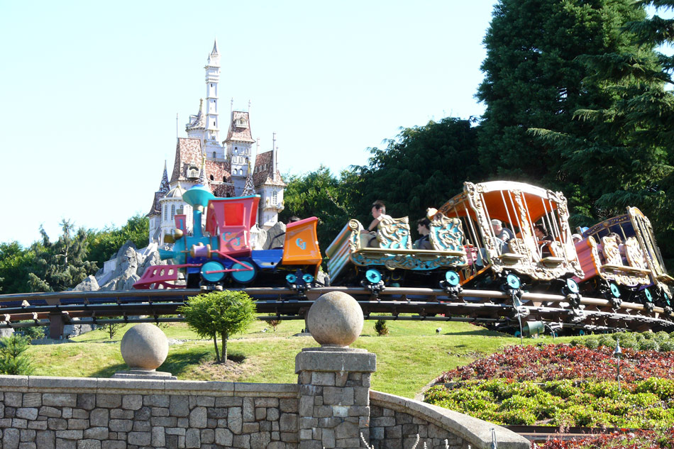 Disneyland Paris Family Offer - Image 1