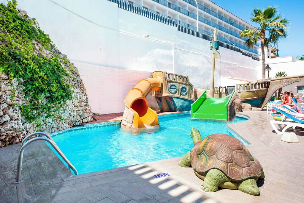 Late Family Offer to Salou - Image 2