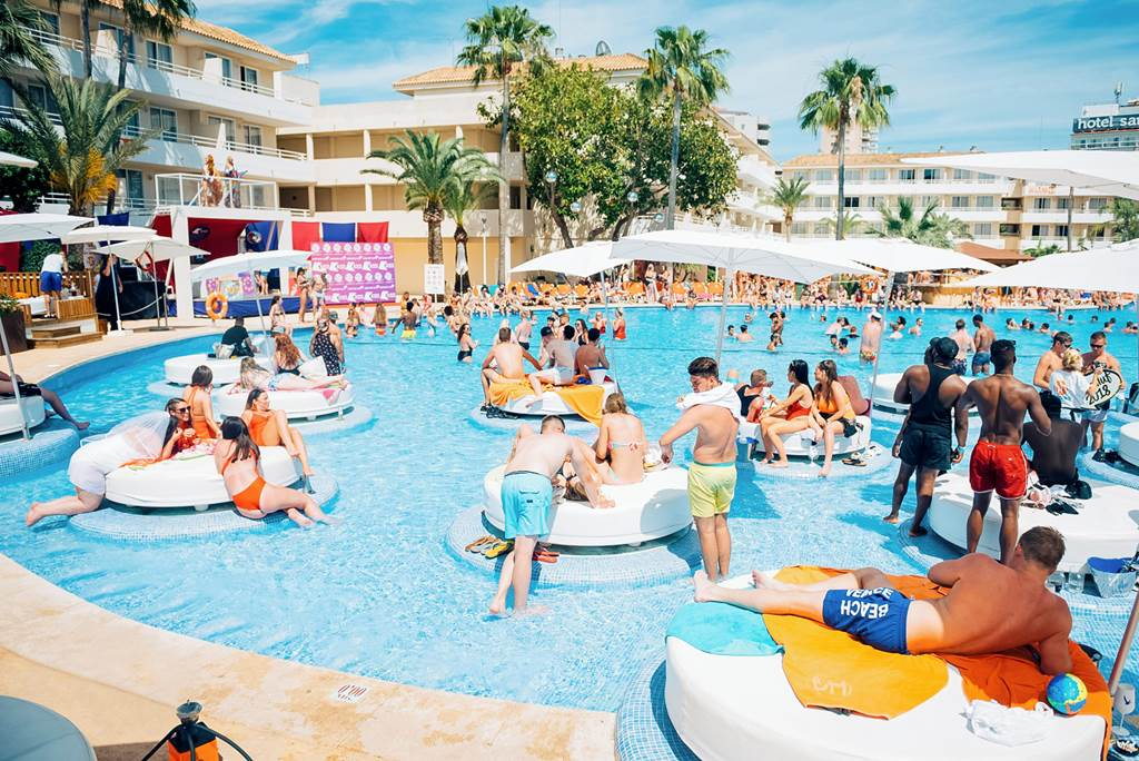 LET'S PARTY! ALL INC 1 WEEK £339pp - Image 1