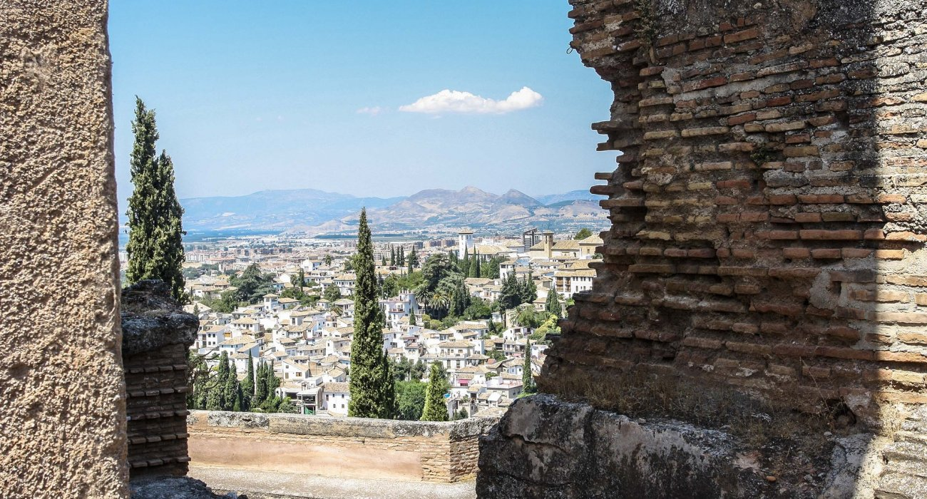 Granada & The Magnificent Alhambra Palace - Image 7