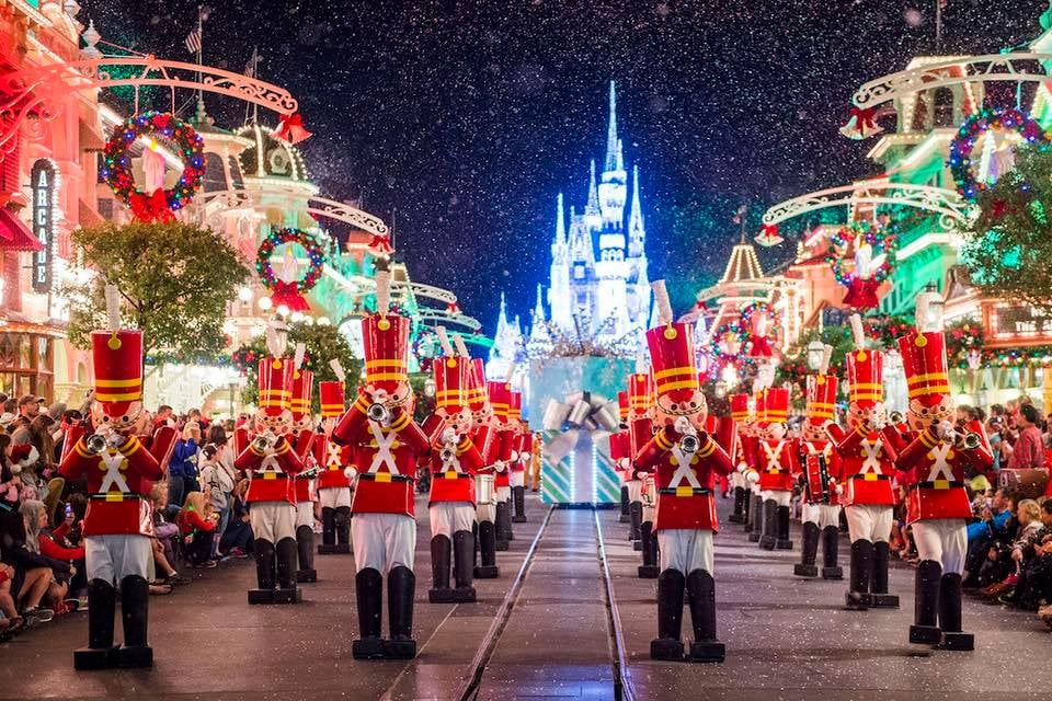Spend Christmas in Orlando - Image 1