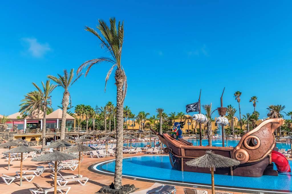 Fuerteventura Fortnight Family Cracker - Image 1