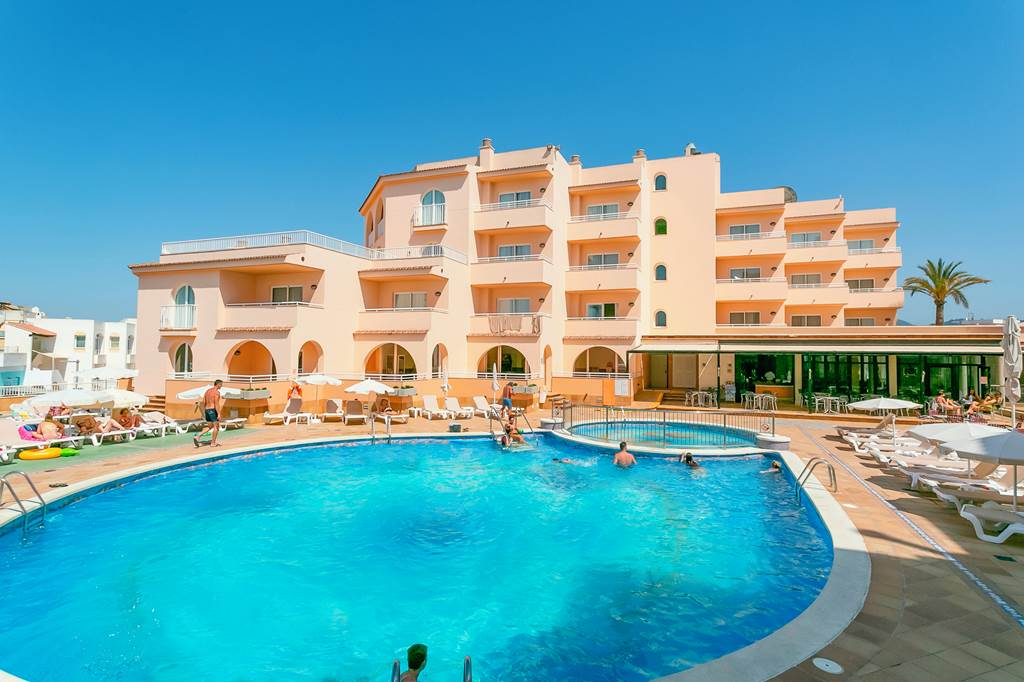FAMILY July OFFER TO IBIZA - Image 1