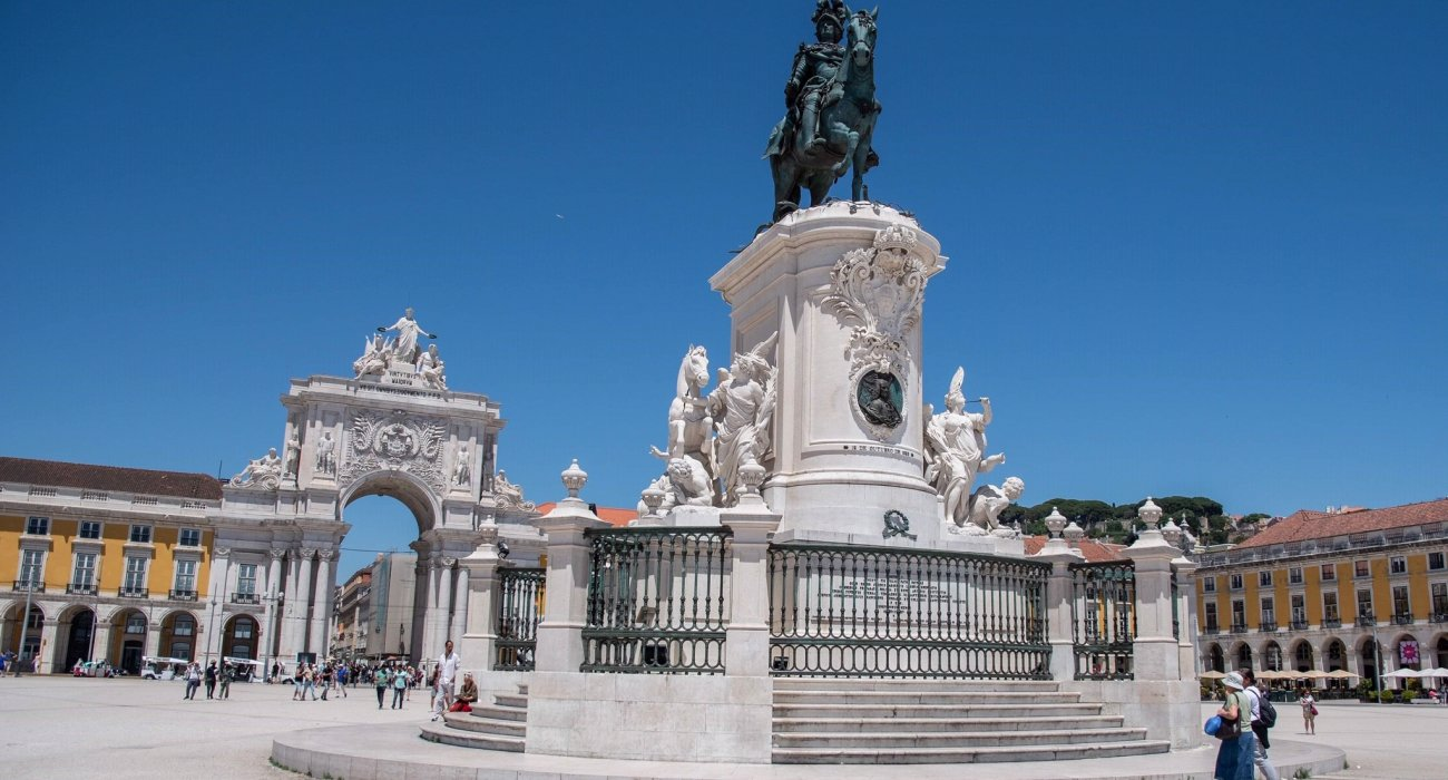Christmas Gift Inspiration 4* Lisbon City Breaks - Image 1