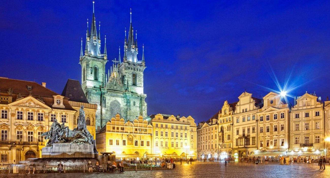 5* Prague CITY BREAK CHRISTMAS GIFT - Image 1