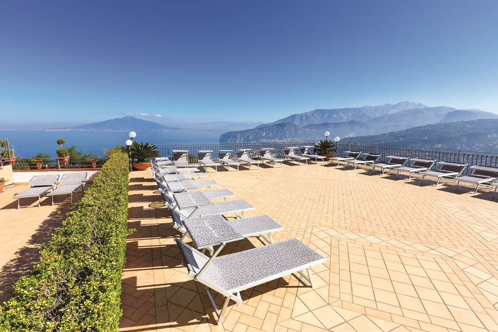 STUNNING Summer in SORRENTO - Image 7