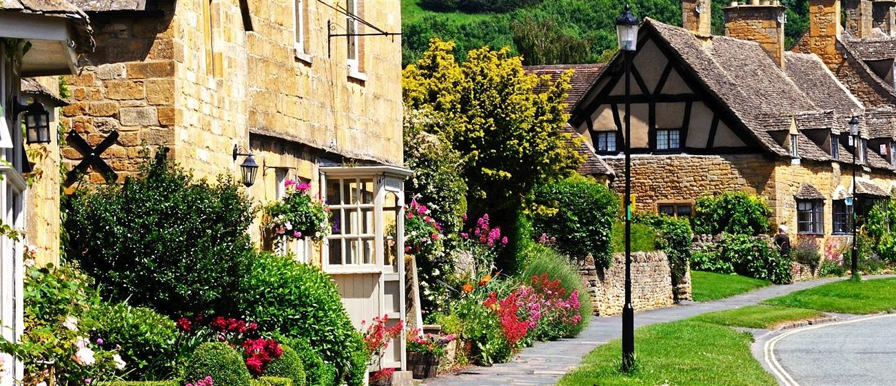 AUTUMNAL BREAK TO THE BEAUTIFUL COTSWOLDS - Image 1