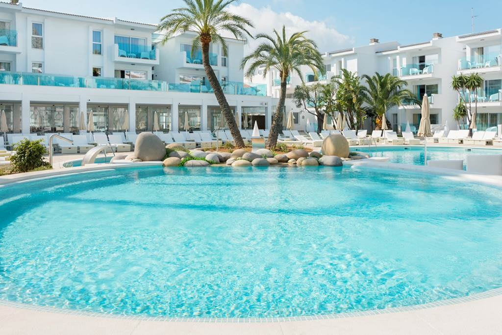 Adults Only 4* Puerto Pollensa Majorca Hols - Image 2