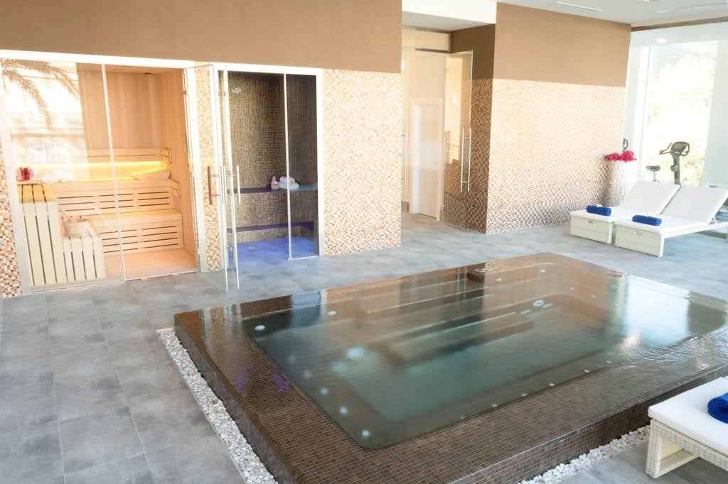 Adults Only 4* Puerto Pollensa Majorca Hols - Image 7