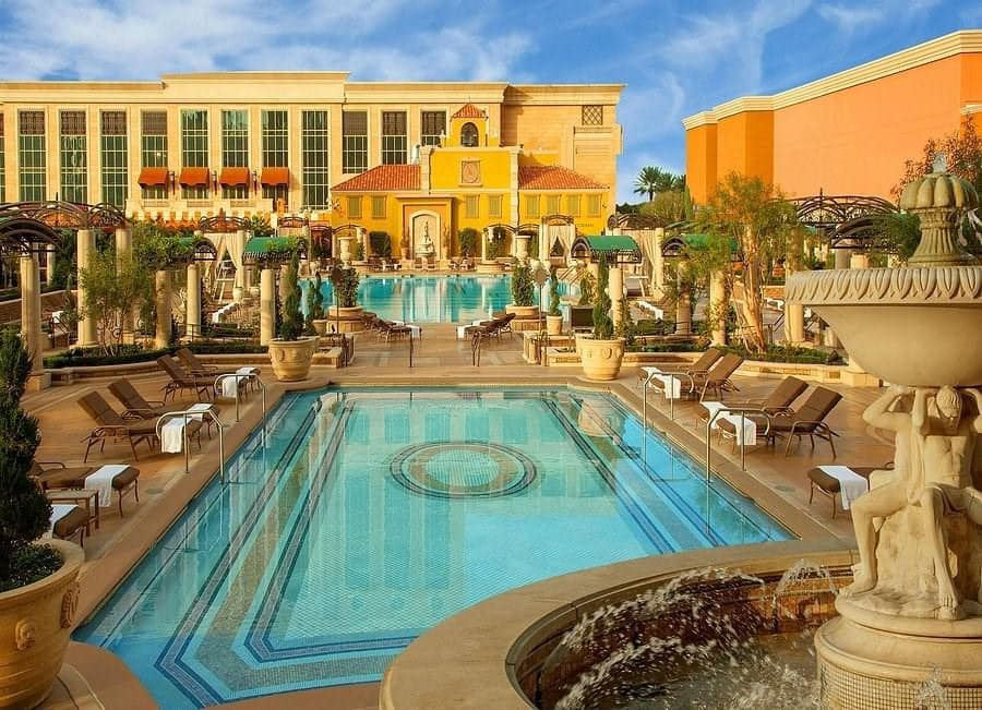 Treat Yourself with Business Class Las Vegas Hols - Image 4