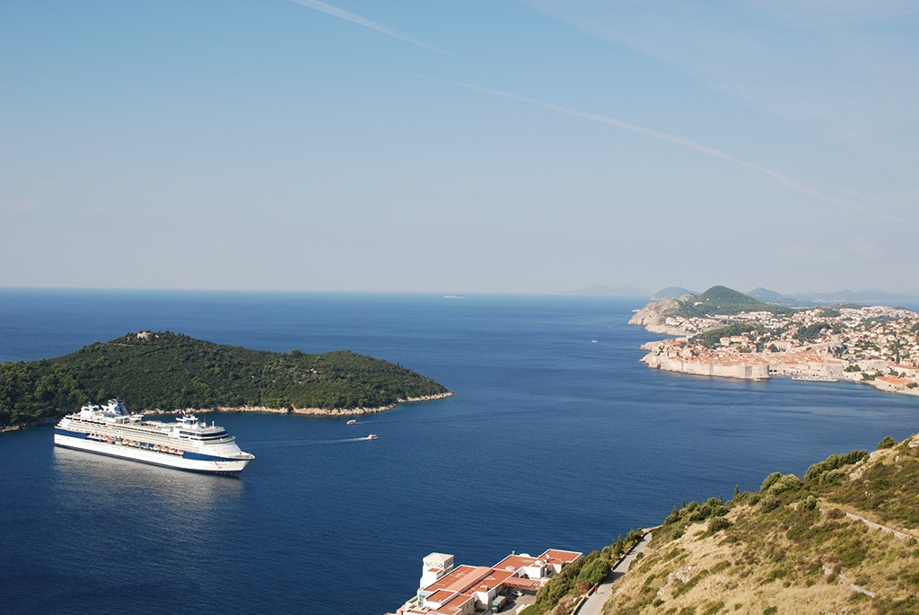 CELEBRITY CRUISE FLASH SALE OFFER, BOOK BY MONDAY - Image 1
